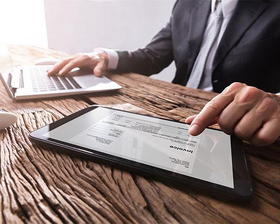 Réduisez et variabilisez vos coûts de traitement en externalisant le traitement de vos factures fournisseurs avec Numen Invoice