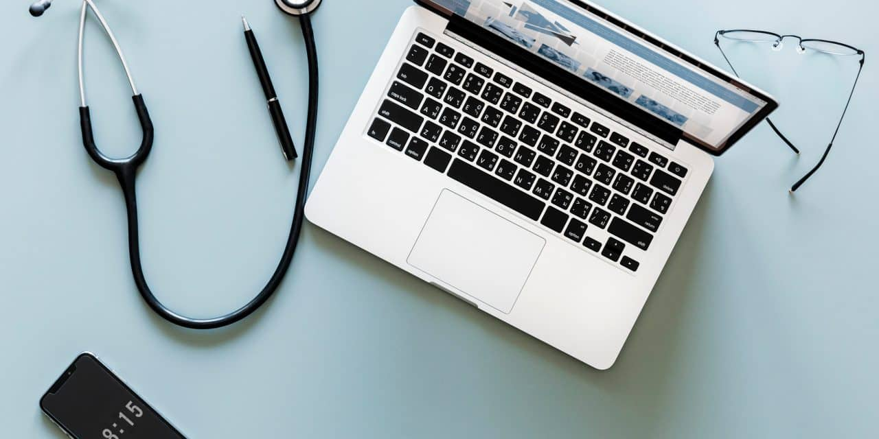 Dossier patient : en finir avec la paperasse et les systèmes fermés